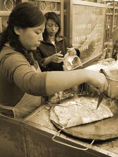 北京・前門の煎餅屋台