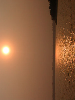 北京・世界遺産頤和園の昆明湖夕景